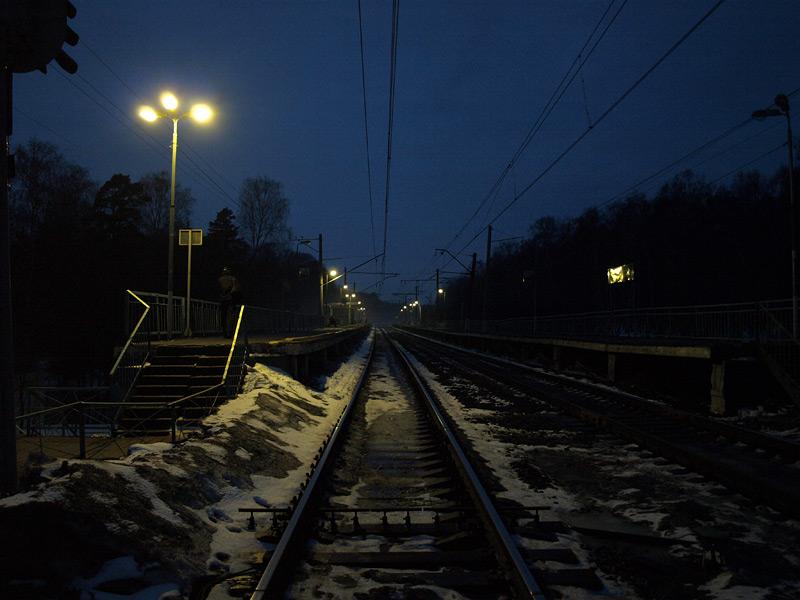 Стоя на путях в Москву... Нахабино, весна 2010