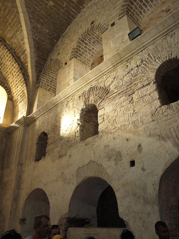 Стена и окна. церковь Святого Николая, Демре, Турция, осень 2013