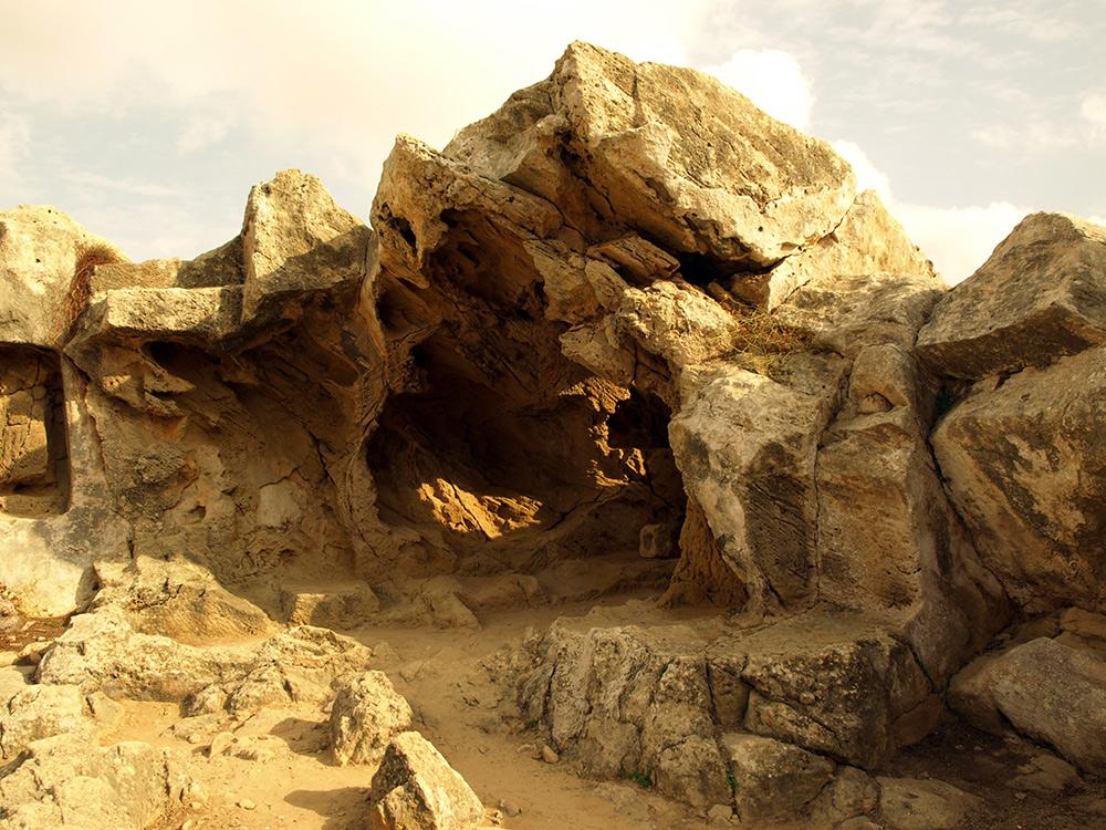 Полуразобранная гробница. Пафос, Кипр, осень 2014