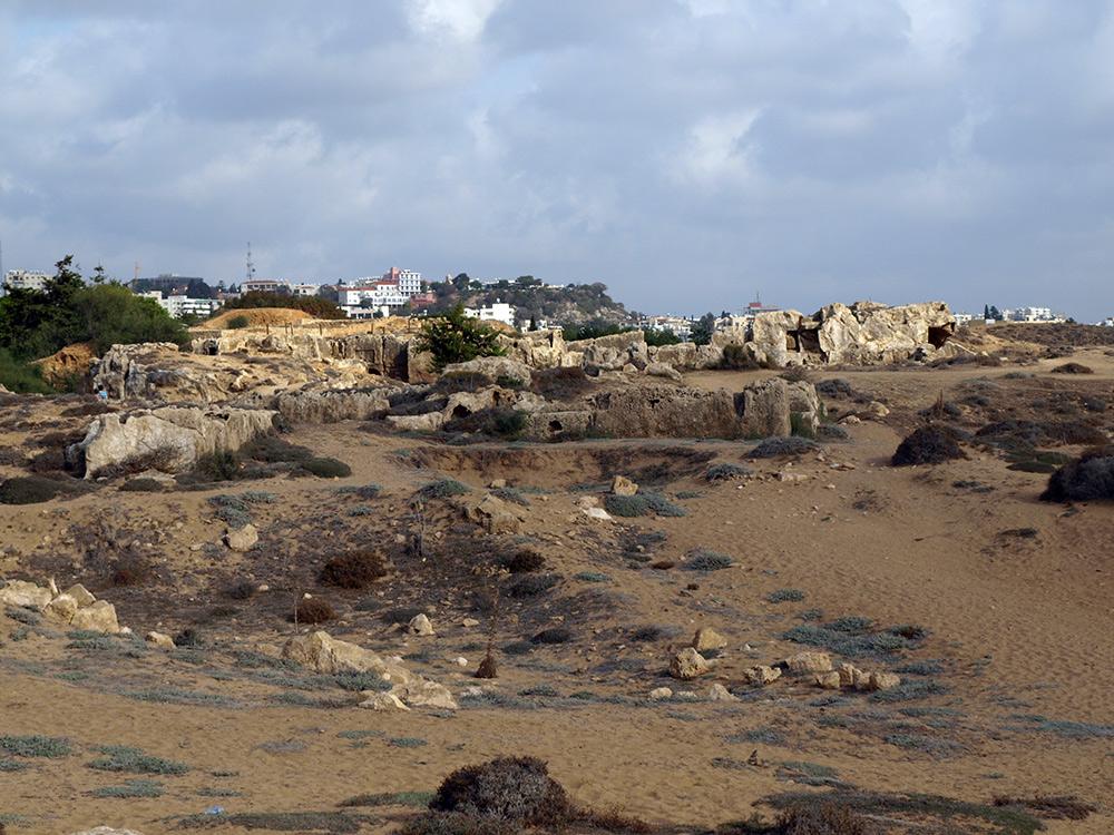 Скалы с выбитыми могилами. Пафос, Кипр, осень 2014