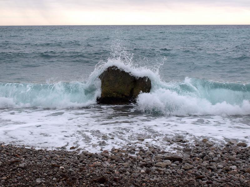 Волны и камень.  Форос, Крым, зима 2012
