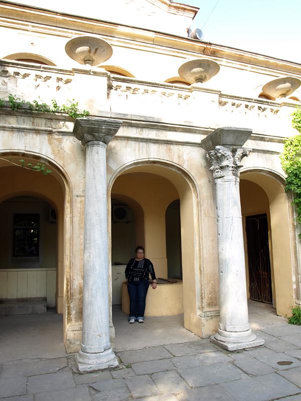 Возле музея. Херсонес, Крым, весна 2010