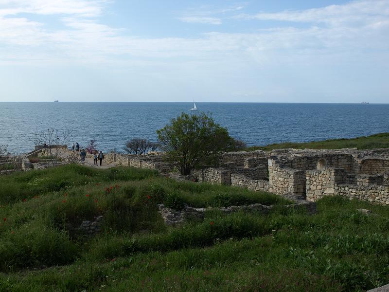 Руины и море. Херсонес, Крым, весна 2010