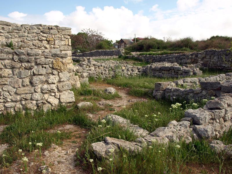 Среди древних стен. Херсонес, Крым, весна 2010