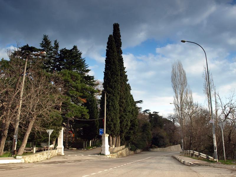 На въезде в Гурзуф.  Гурзуф, Крым, зима 2011