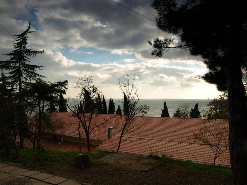 Крыша и небо над морем...  Гурзуф, Крым, зима 2011