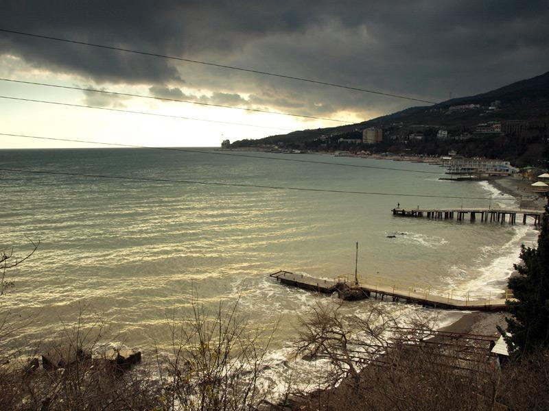 Неспокойное море.  Гурзуф, Крым, зима 2011