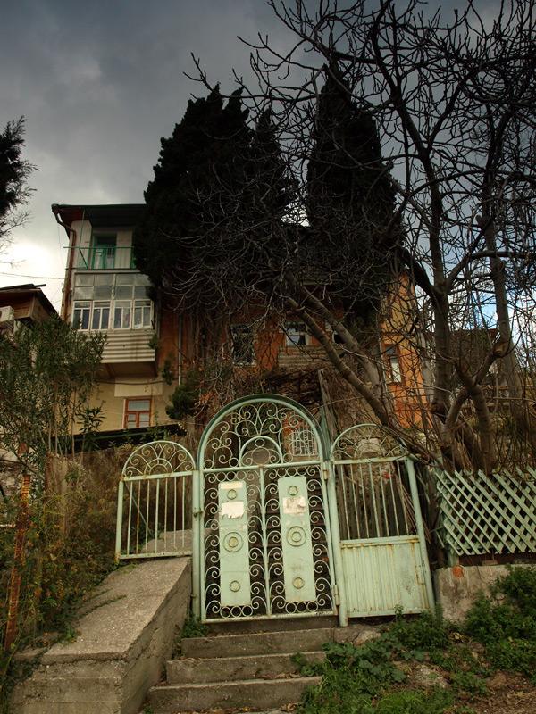 Элитное жилье у самого моря.:)  Гурзуф, Крым, зима 2011