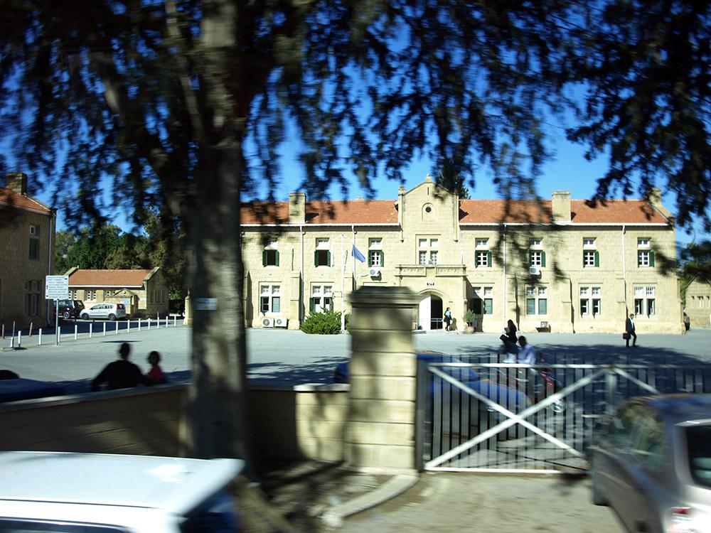 Правительственное здание.   Никосия, Кипр, осень 2014