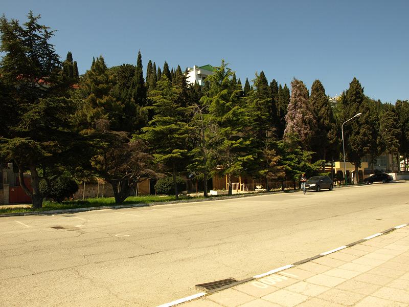 На набережной Рабочего Уголка. Алушта, Крым, весна 2010