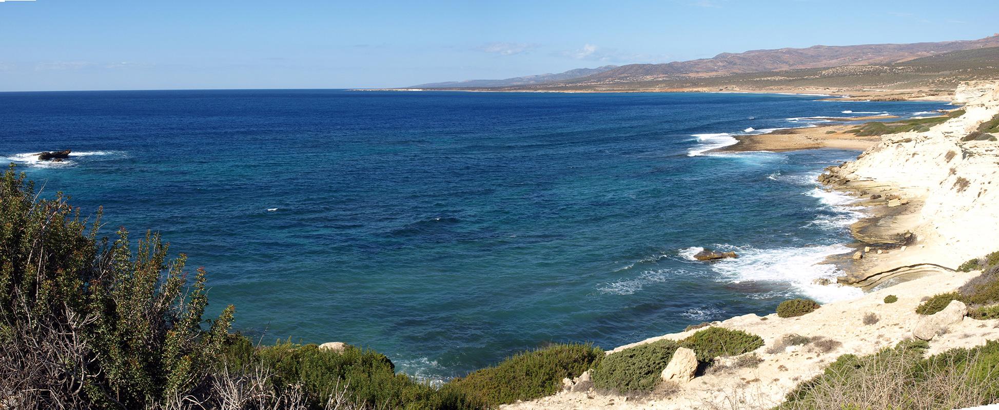 Панорама берега полуострова Акамас.   Кипр, осень 2014