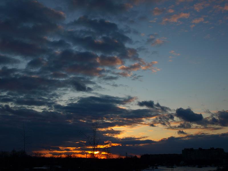 Чернильная облачность... Нахабино, весна 2009