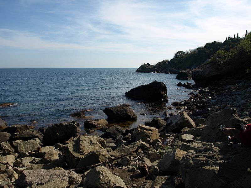 Каменистый берег моря. Алупка, Крым, весна 2009