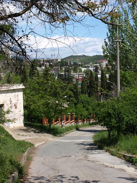 Крутой спуск. Алушта, Крым, весна 2009