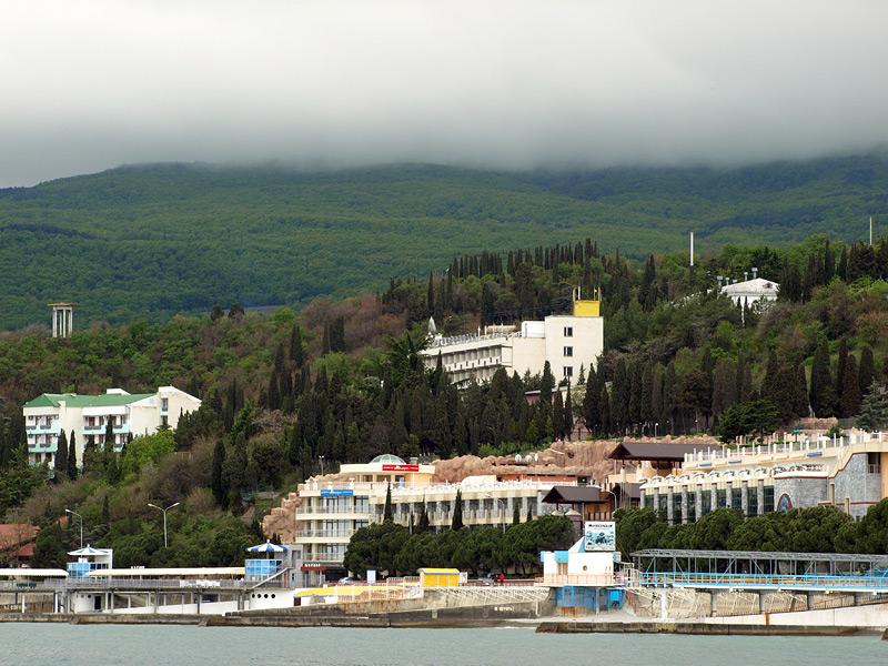 Рабочий Уголок с моря.  Алушта, Крым, весна 2009