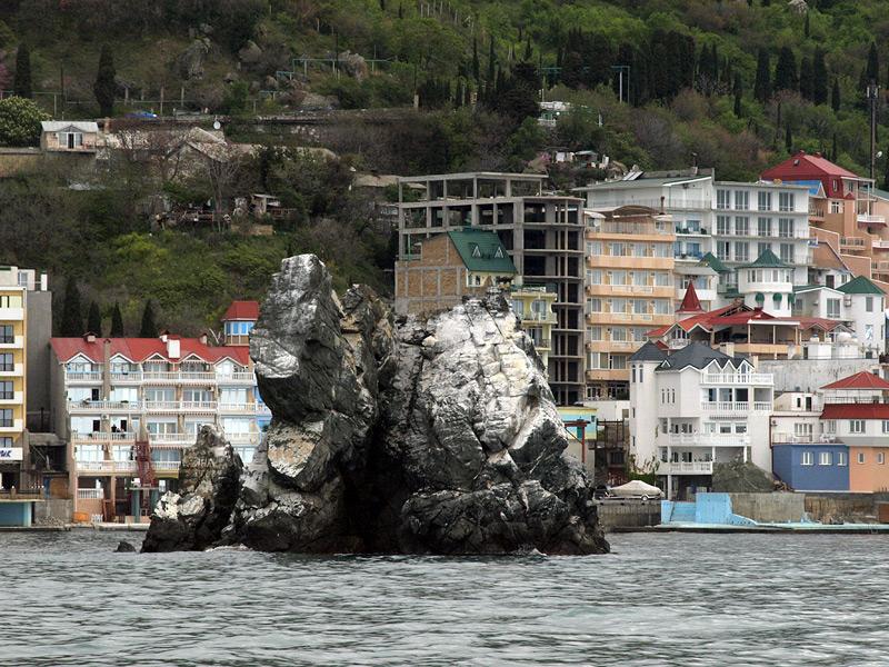 Будто затонувший корабль  Крым, весна 2009
