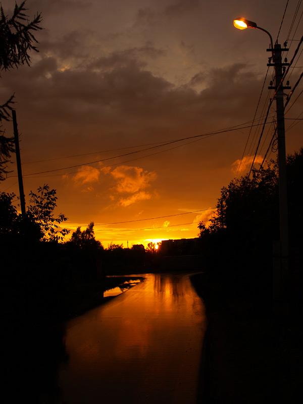 Дождливый закат.  Нахабино, осень 2010