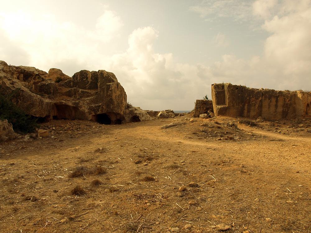 Сама местность навевает мысли о тлене и тщете...  Пафос, Кипр, осень 2014