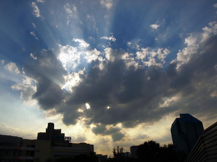 Солнце и облако.  Москва, лето 2010