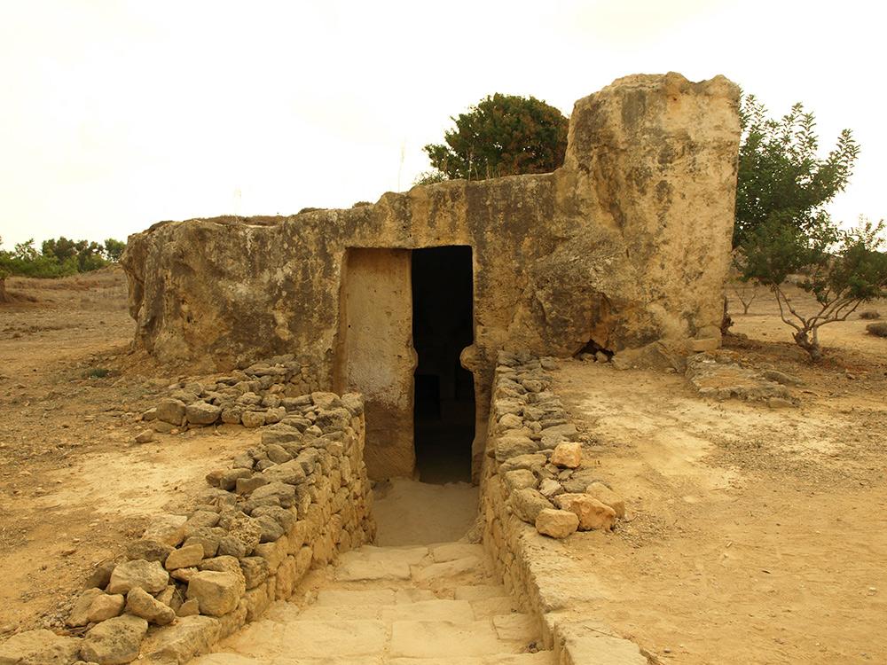 Вход в склеп. Пафос, Кипр, осень 2014