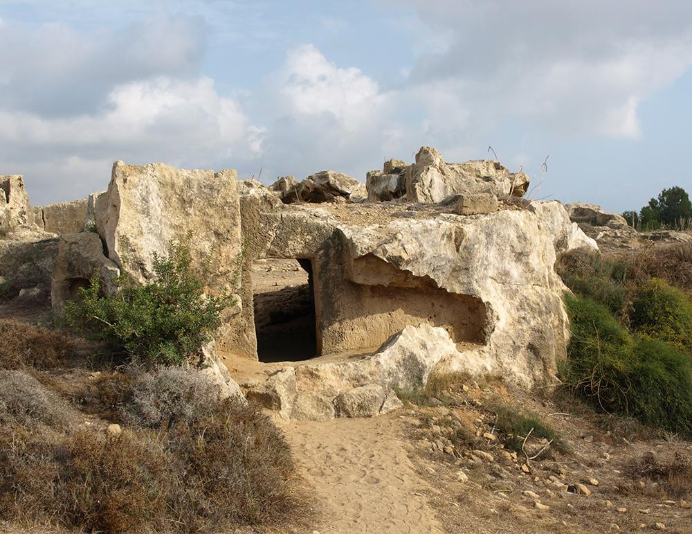 Входная дверь в могилы. Пафос, Кипр, осень 2014