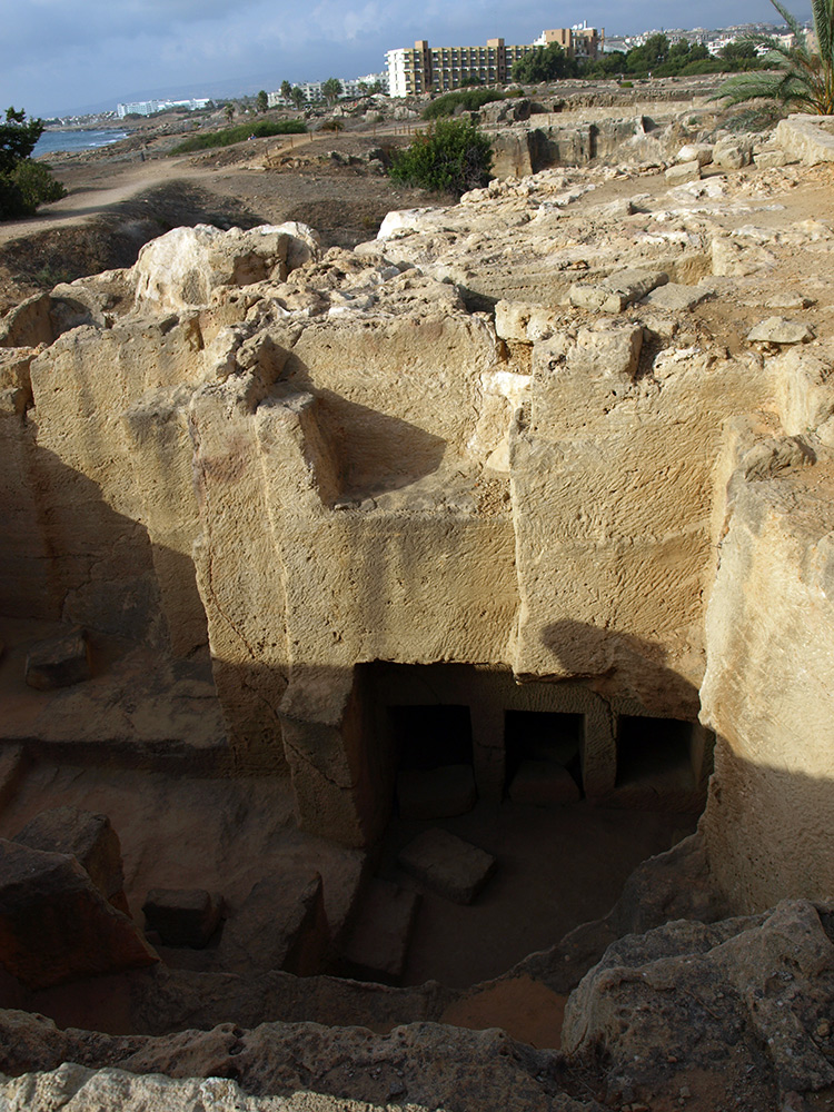 Могилы внизу. Пафос, Кипр, осень 2014