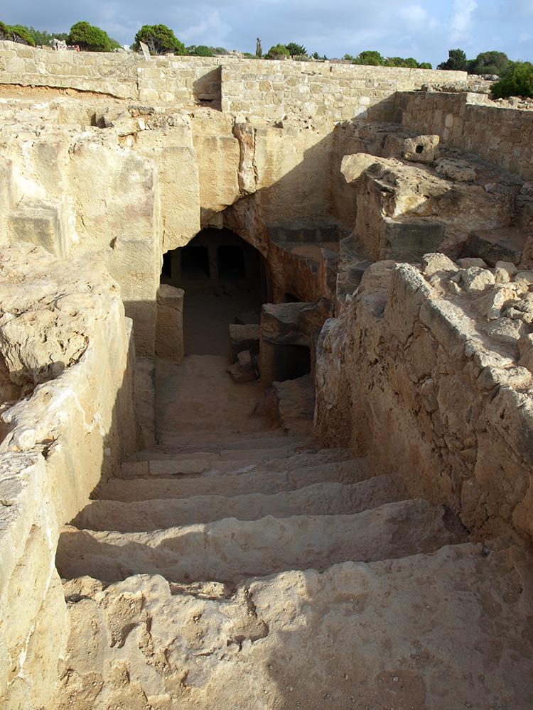 Ступени в жилище мертвых. Пафос, Кипр, осень 2014