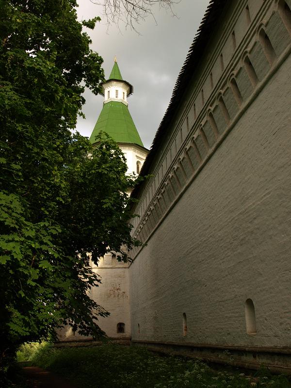 Стены монастыря. Новый Иерусалим, лето 2010