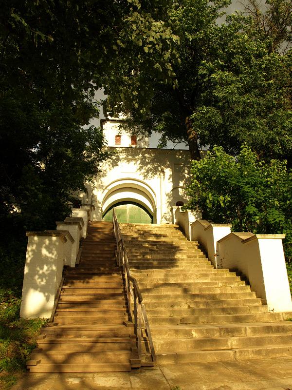 Лестница к воротам. Новый Иерусалим, лето 2010