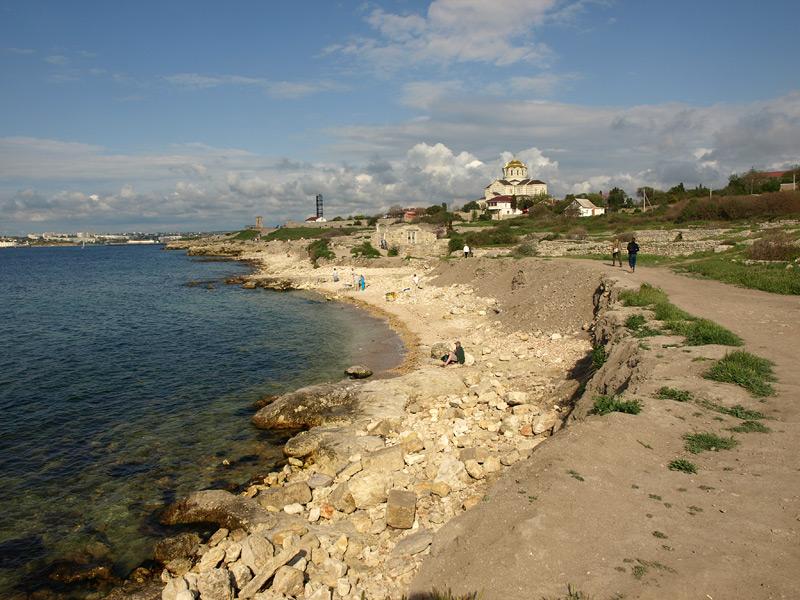 Вдоль берега. Херсонес, Крым, весна 2010