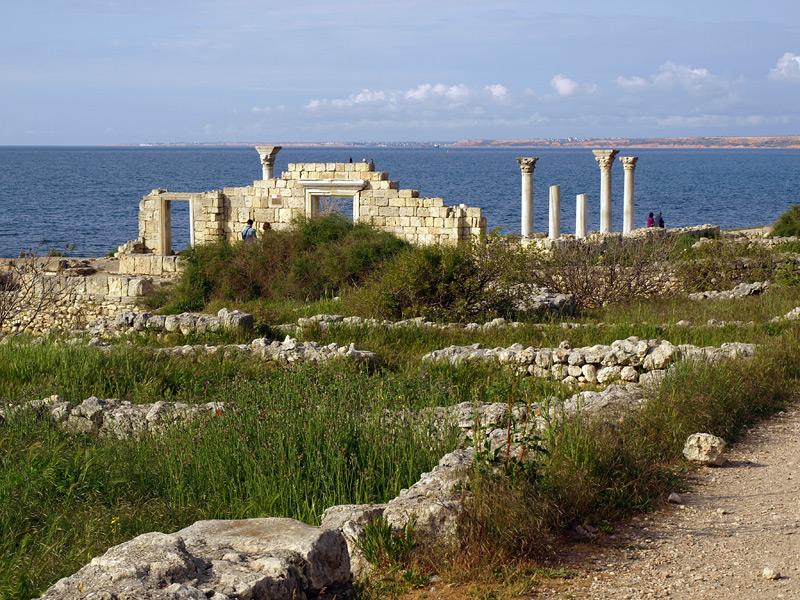 Руины базилики. Херсонес, Крым, весна 2010