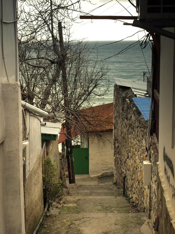 Переулок и ступени.  Гурзуф, Крым, зима 2011