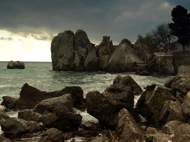 Нагромождения камней.  Гурзуф, Крым, зима 2011