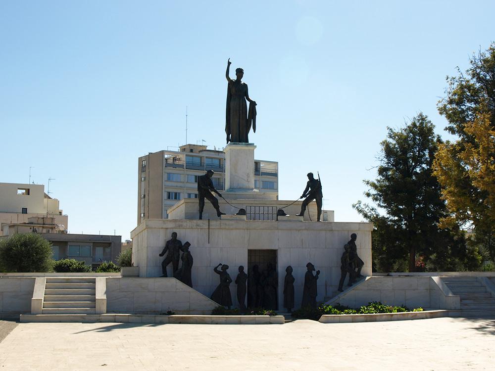 Памятник освобождению Кипра.   Никосия, Кипр, осень 2014