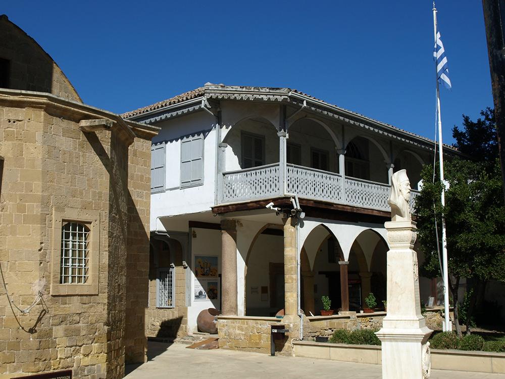 Старый дворец архиепископа.   Никосия, Кипр, осень 2014