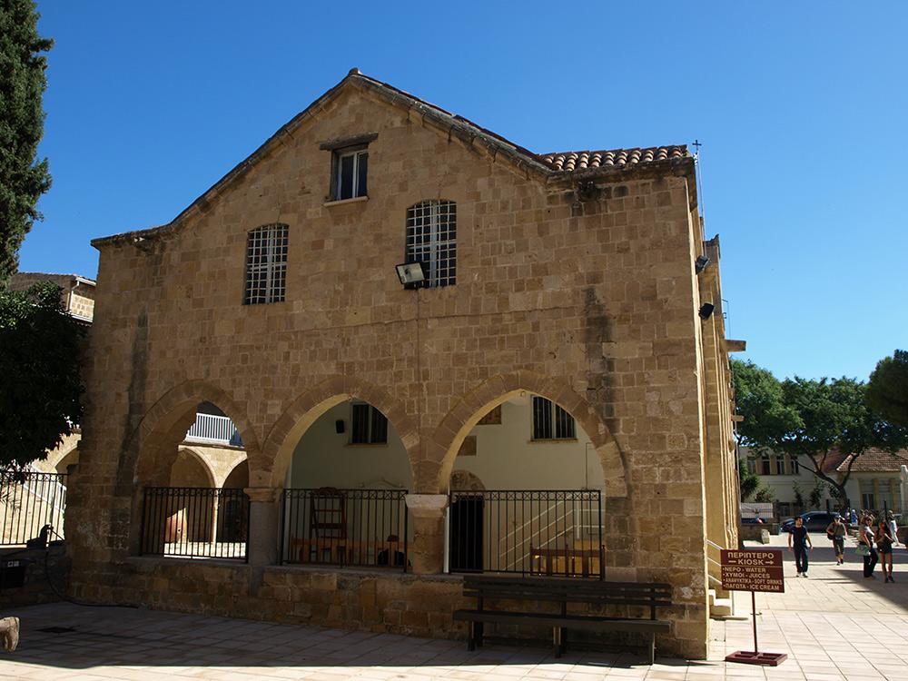 Скромное здание Кафедрального собора.   Никосия, Кипр, осень 2014