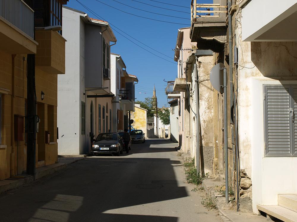 Минареты вдали- турецкая территория.   Никосия, Кипр, осень 2014