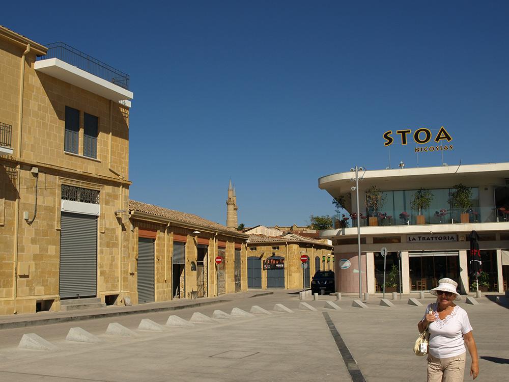 Площадь в Старом городе.   Никосия, Кипр, осень 2014