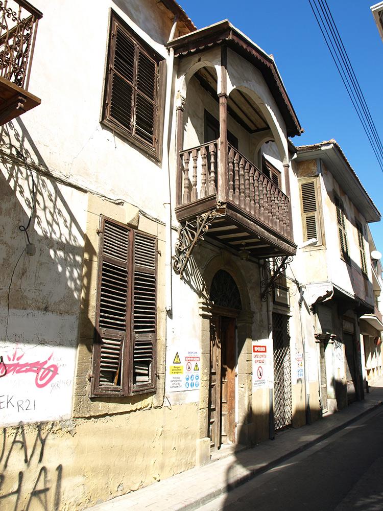 Заброшенный дом турко-киприота.   Никосия, Кипр, осень 2014