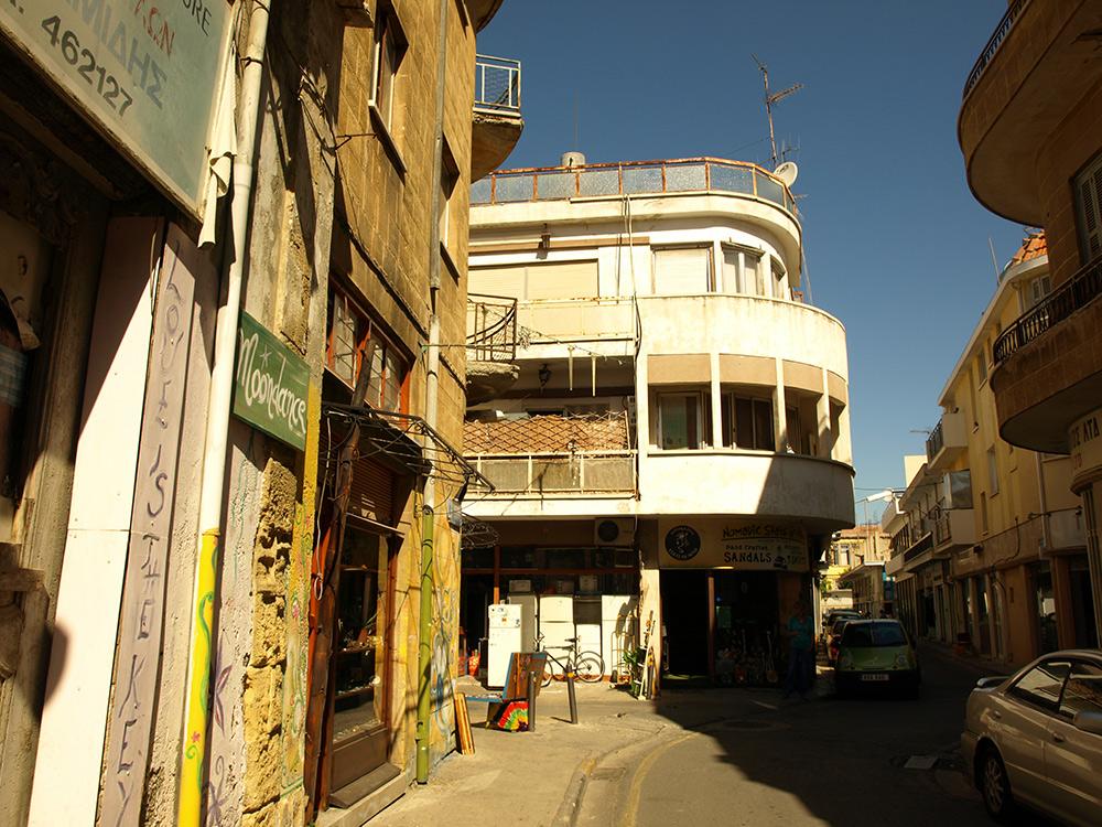 В уютной тесноте переулков.   Никосия, Кипр, осень 2014
