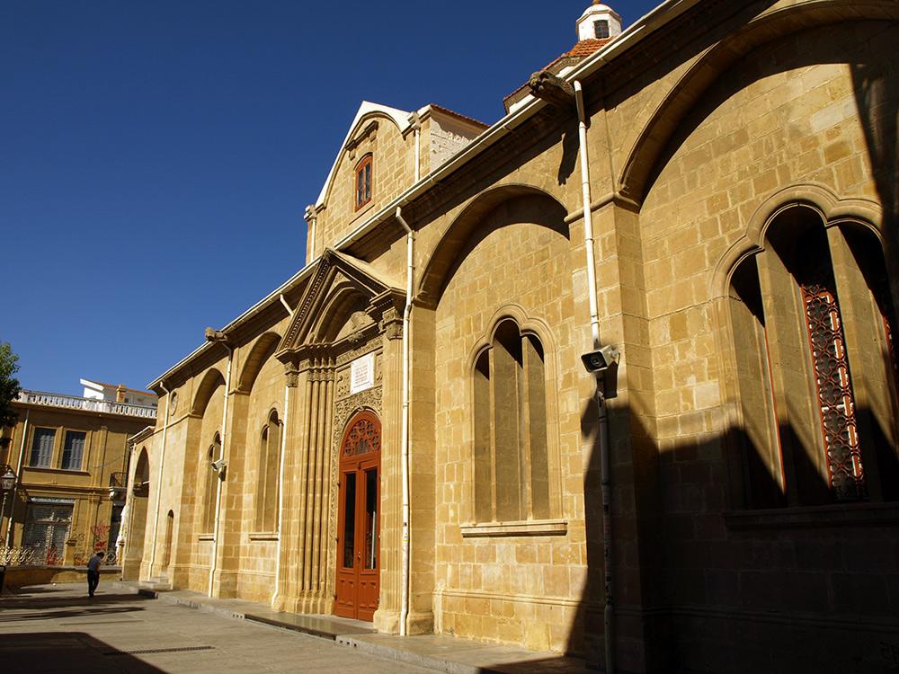 Здание храма.   Никосия, Кипр, осень 2014