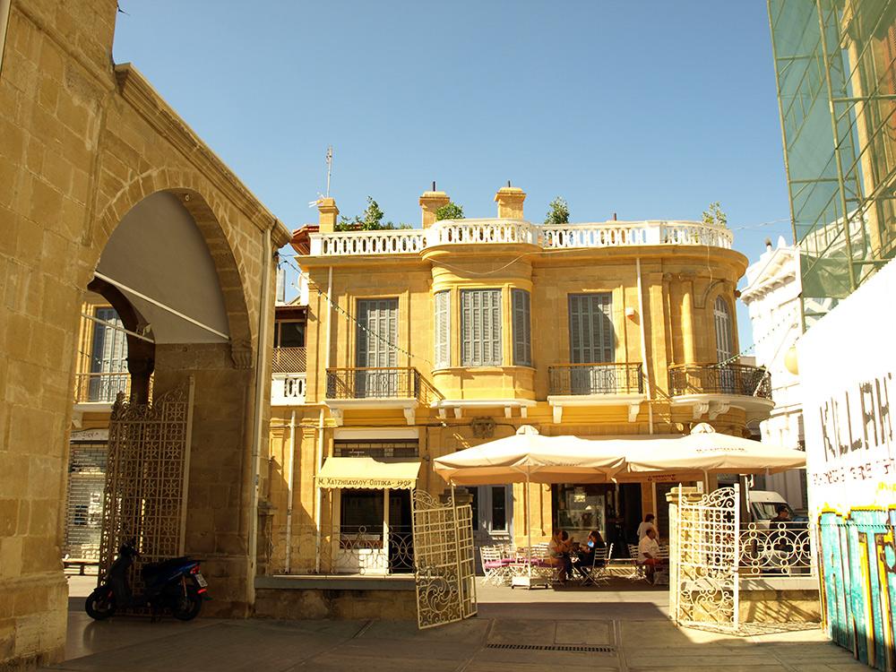 Во дворе собора.   Никосия, Кипр, осень 2014