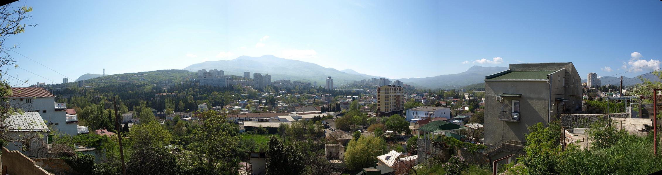 Панорама Алушты. Алушта, Крым, весна 2010