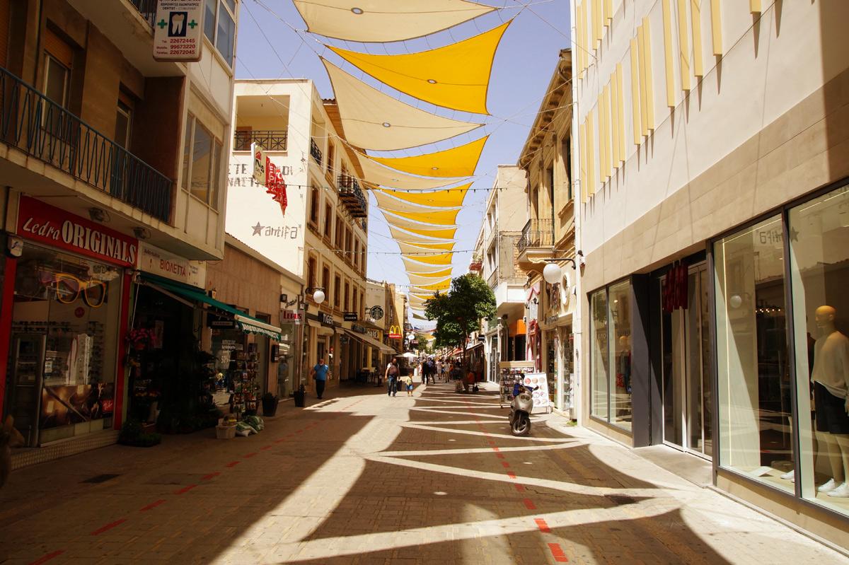 Улица Ледра в часы сиесты. Никосия, Кипр, весна 2017