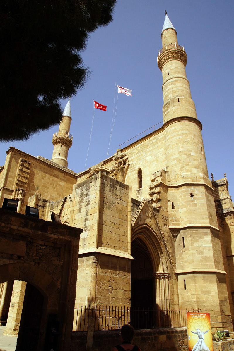 Бывший собор Святой Софии, ныне мечеть Селимие. Никосия, Кипр, весна 2017