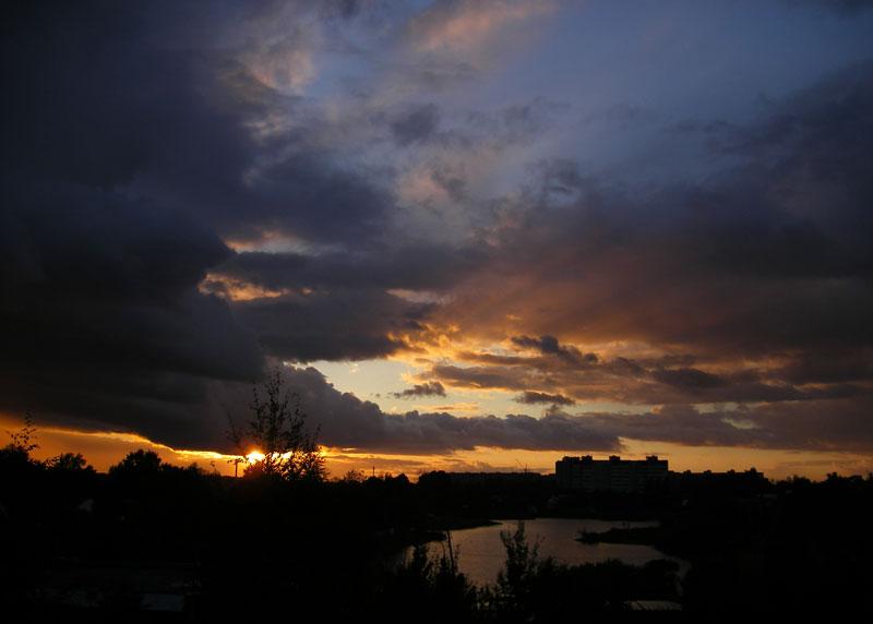 Выглядывает солнце... Нахабино, осень 2006