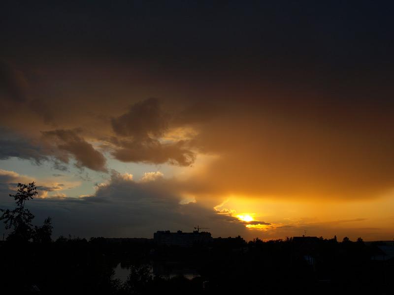 Туча и солнце...  Нахабино, лето 2009
