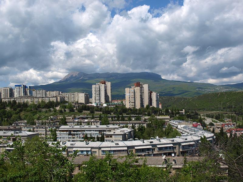 Облачный Чатыр-Даг. Алушта, Крым, весна 2009