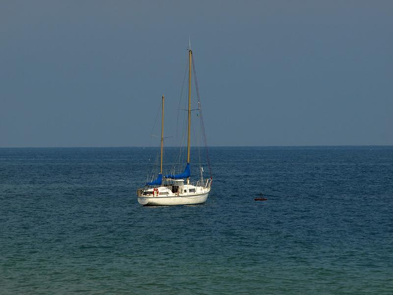 Яхта в море...  Алушта, Крым, весна 2009