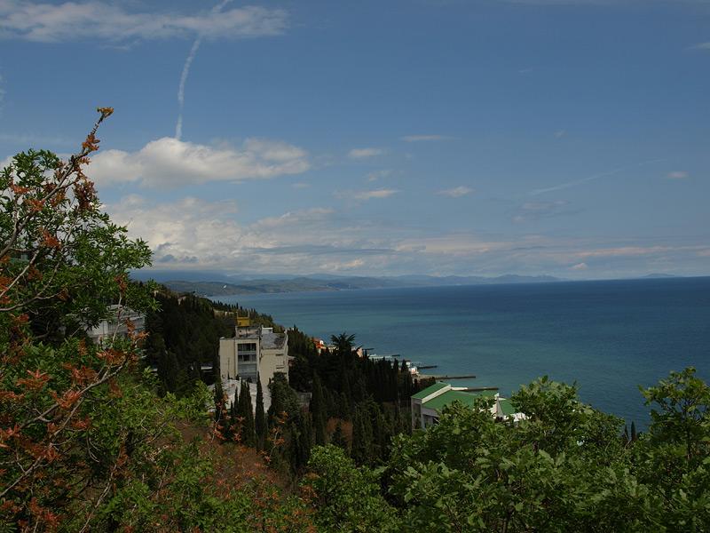 Берег и морская даль...  Алушта, Крым, весна 2009